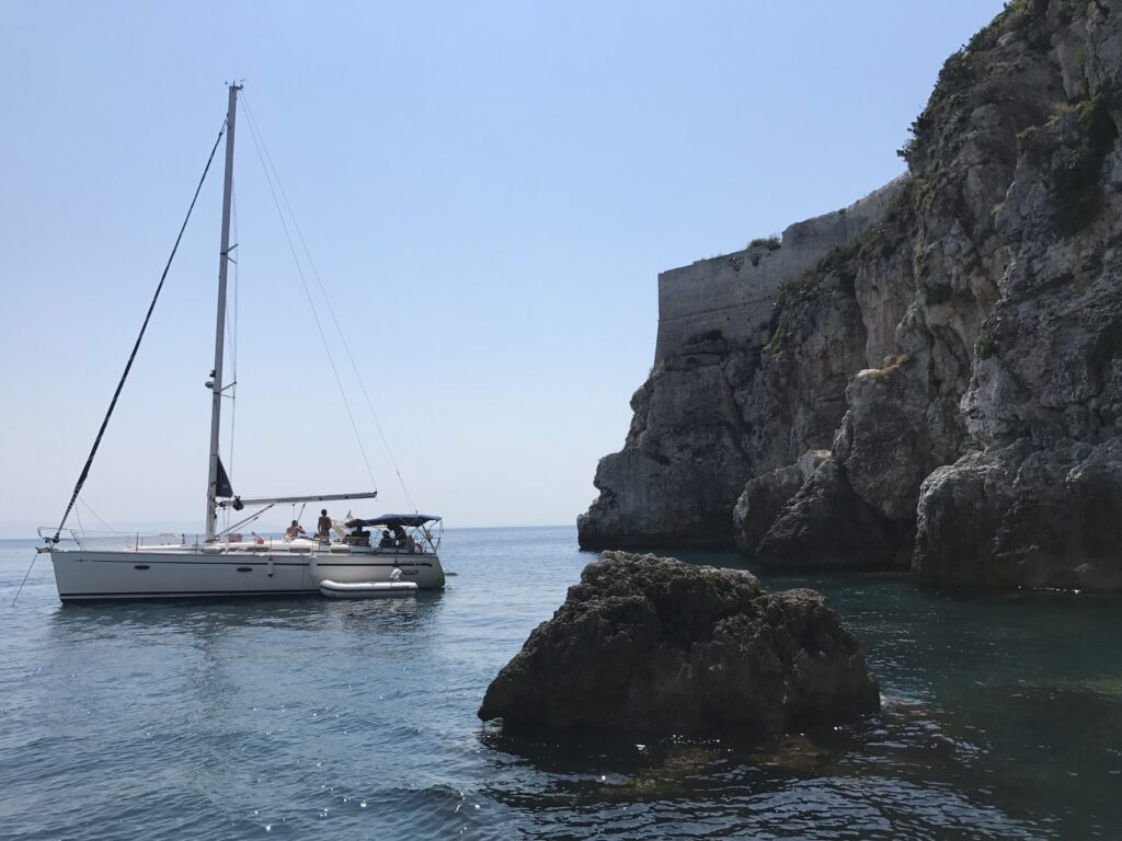 La tua Vacanza Eco-Sostenibile in Barca a Vela o in Catamarano